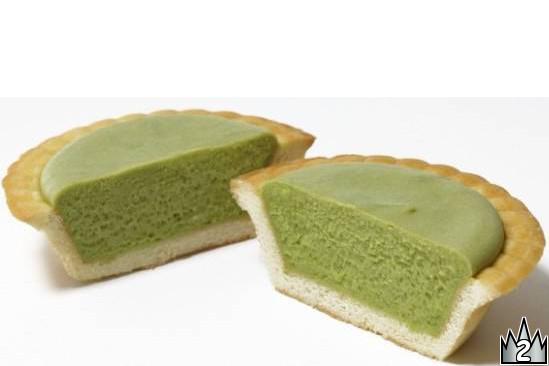 抹茶を合わせた深い緑の濃厚チーズ生地が詰まった和テイストのタルト。