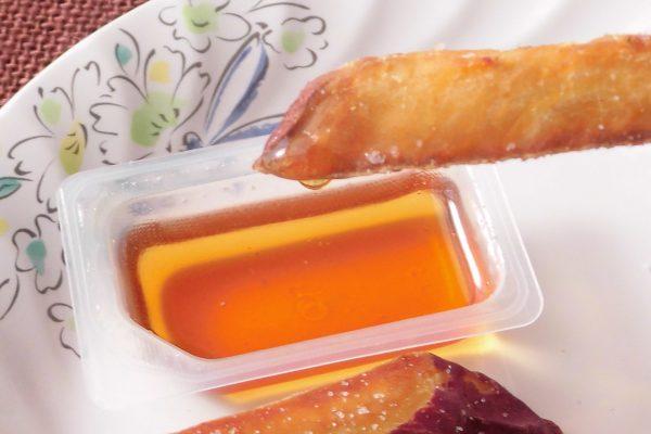 Hoku Hok的甜点从脆脆的叮咬中剔除。