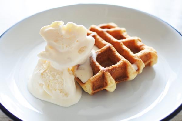 ハーゲンダッツ白桃とワッフルバター