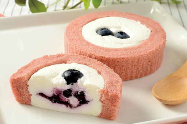 ローソン プレミアム ブルーベリーとチーズのロールケーキ