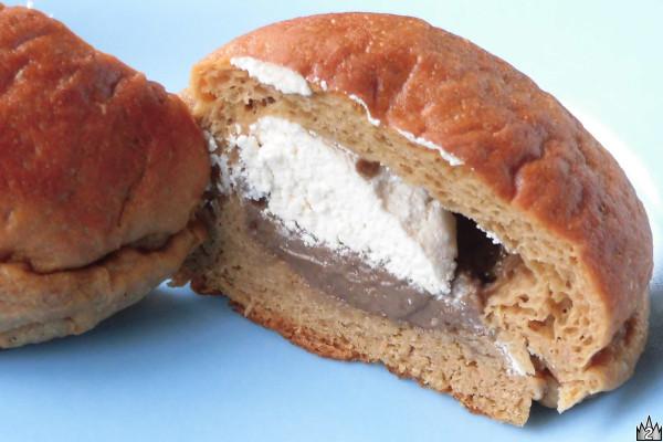 中に詰まったホイップもクリームも、生地にまでコーヒー風味を漂わせたブランパン。