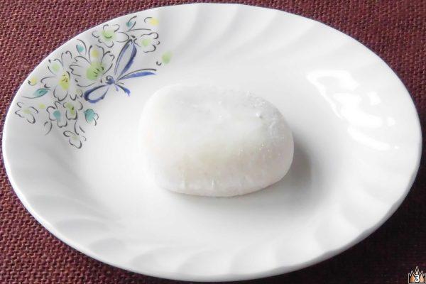 鹿児島産安納芋のこしあんと北海道産生乳のクリームを包み込んだ純生クリーム大福。