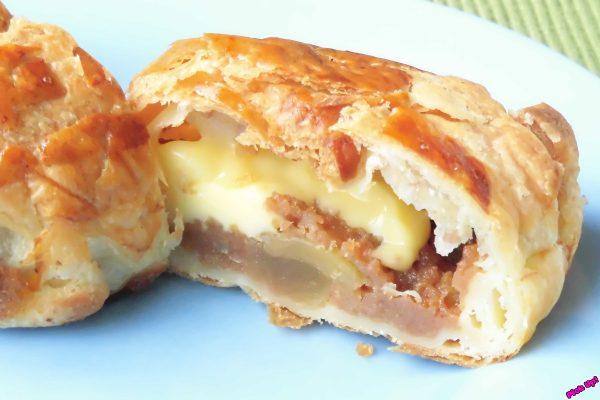 さっくり香ばしいパイの中にはたっぷりのリンゴとぽってりカスタード。