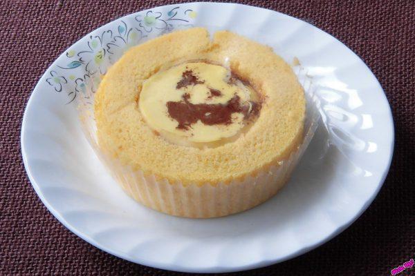 北海道産えびすカボチャと北海道産クリームを使ったかぼちゃクリームの間にカボチャカスタードをサンドしたロールケーキ。