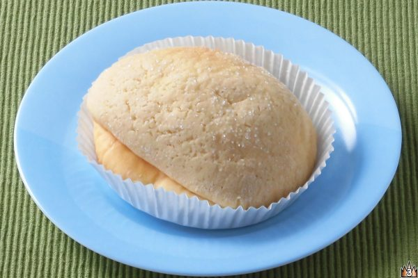 カナダ産メープルシュガー入りクリームをしっとり生地で包み、メープル風味の皮をかぶせて焼き上げたメロンパン。