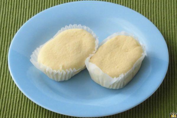 北海道産クリームチーズ使用で風味豊かな生地は、ブラン配合で糖質を抑えた作りの蒸しケーキ。