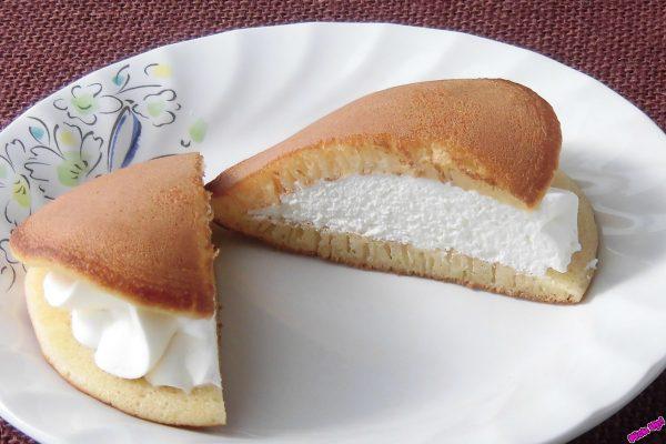 どら焼き生地の間に美しく絞り出された純白のレアチーズクリーム。