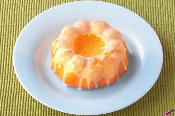 程よい甘さとたっぷりの卵感あるスポンジケーキに、ビターなカラメルを利かせた菓子パン。