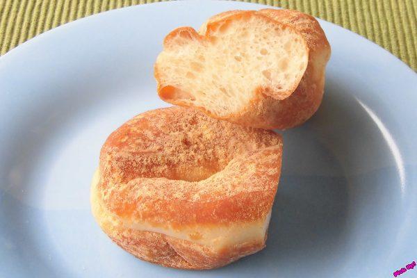 見た目はまるっきりきなこをまぶしたツイストドーナツ。