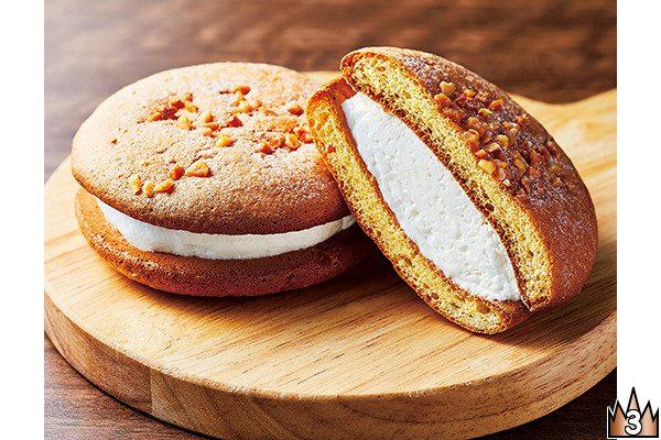 チーズと卵たっぷりのふんわり生地に、北海道産生クリーム使用のミルククリームをサンド。