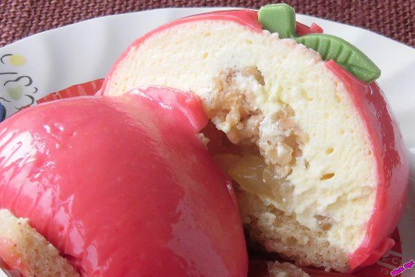 皮を剥いたらたっぷりのカスタード、芯にはクッキーとりんご果肉。