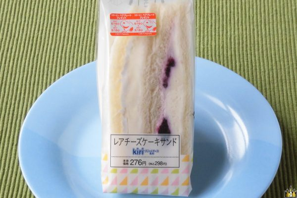 Kiri®のクリームチーズを使用し、プレーンとブルーベリーソース入りの2種セットになったスイーツサンド。