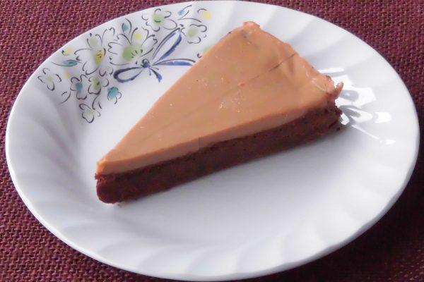 ミルクティー色の、おなじみワンピースタイプケーキ。