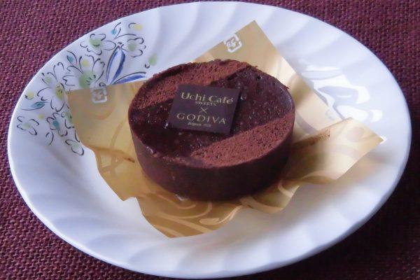 小さなホールのショコラケーキといった姿。