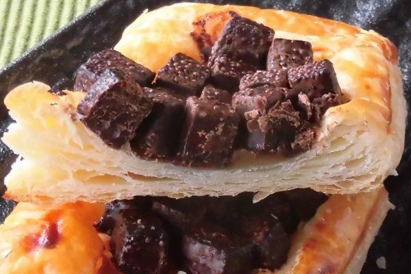しっかり層になって歯切れよく香ばしいパイ生地。