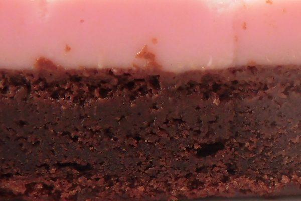 みっしり濃密なガトーショコラととろりなめらかなチョコクリームのコラボです。