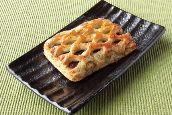 2種の蜜漬け豆が入った四角いパイ。
