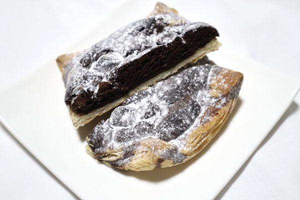 ファミリーマート「濃厚ガトーショコラパイ」カリカリ食感が半端ないっ!