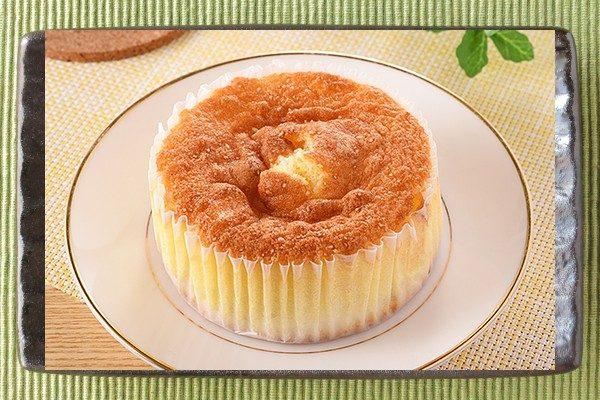 チーズクリームを包んだ生地にケーキ生地を絞って焼き上げた香ばしいパン。