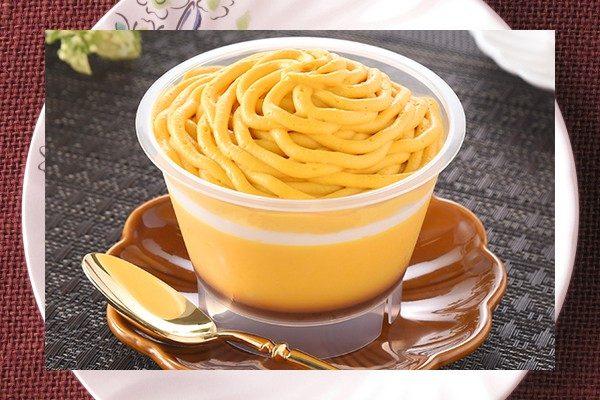 北海道産かぼちゃを使用し、ホクホクしたプリンの上にホイップとかぼちゃクリームを絞ったモンブラン仕立て。