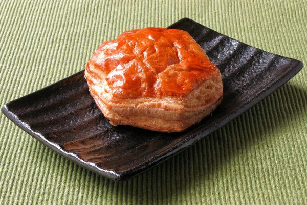 きれいな焼き目がついた、六角形のパイ。