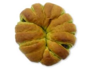 サークルKサンクス 上林春松本店監修 つぶあんとおもちを包んだお抹茶パン